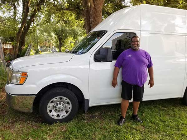 Mojo courier delivers packages in Orlando